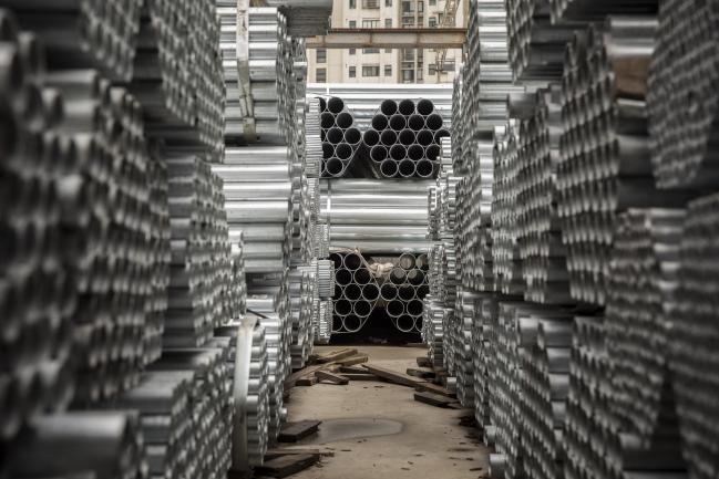© Bloomberg. Bundles of steel pipe sit stacked at a stockyard on the outskirts of Shanghai, China, on Thursday, July 5, 2018. U.S. President Donald Trump's attempts to re-balance global trade have already sent the metals world into a tizzy. As countries respond to U.S. tariffs and sanctions, the disarray is set to increase. Photgrapher: Qilai Shen/Bloomberg Photographer: Qilai Shen/Bloomberg