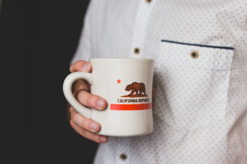 Pros and Cons of Getting Branded Coffee Mugs for your Business