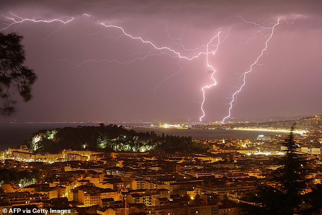 Lightning has been deemed 'the most unpredictable phenomena in nature' -until now.By combining meteorological data and artificial intelligence, students have determined when and where lightening will strike within 10 to 30 minutes
